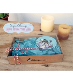 "CAJA PERSONALIZADA ""LOVE IS IN THE AIR"""