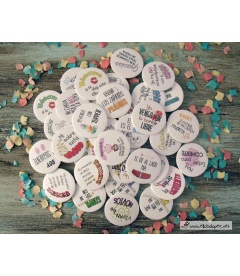 "PACKS 35 CHAPAS BODA 59mm ""FRASES CON DIBUJOS DIVERTIDOS"""